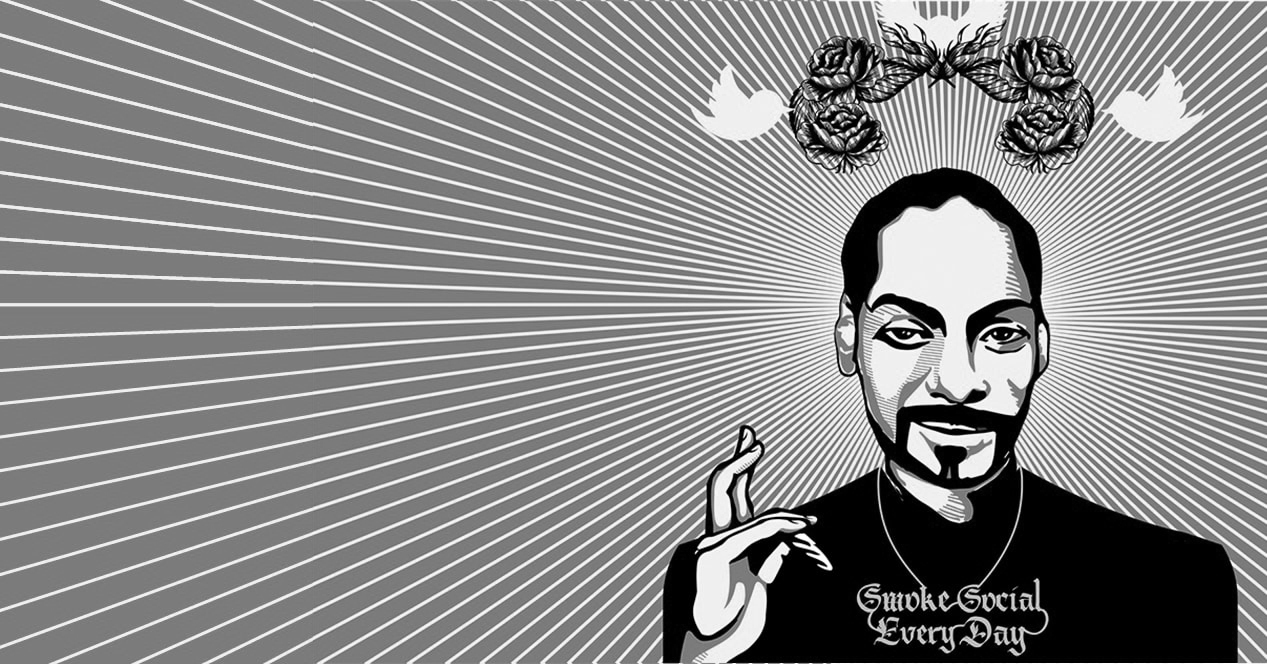 A cartoon drawing of snoop dog wearing a chain that says smoke social every day.